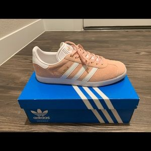 Brand new Men's Pink Adidas gazelle